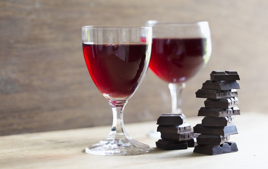 We Tried Nightly Red Wine & Dark Chocolate For a Week